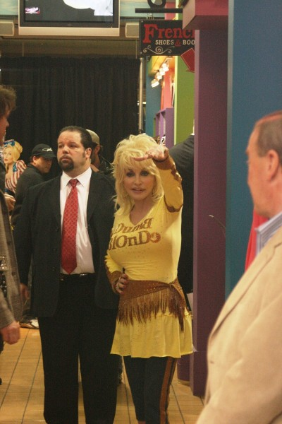 Dolly Parton - Page 3 Store-wortley-57